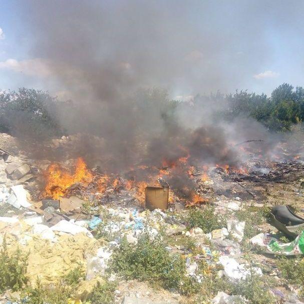 Під Києвом загорілося сміттєзвалище (фото)