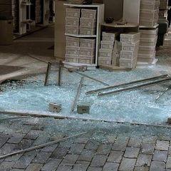 У Афінах злочинці розбили вітрини 40 магазинів (фото)