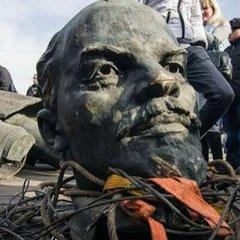 РФ обурилась через знесення радянських пам'ятників у Польщі