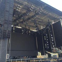 Початок концерту Depeche Mode затримується, на вході в «Олімпійський» величезні черги (фото, відео)