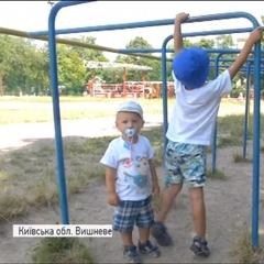 100-кілограмовий іржавий турнік придавив 9-річного хлопчика на Київщині (відео)