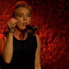 У Франції співачка померла під час виступу в церкві