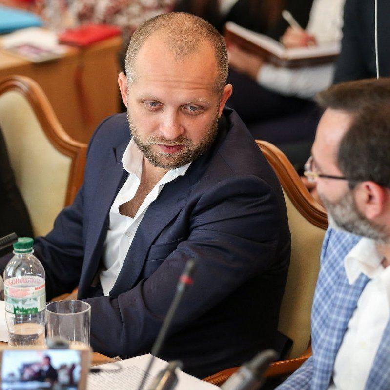 Нардеп Поляков вважає голодранцями всіх, хто не може придбати собі два іPhone