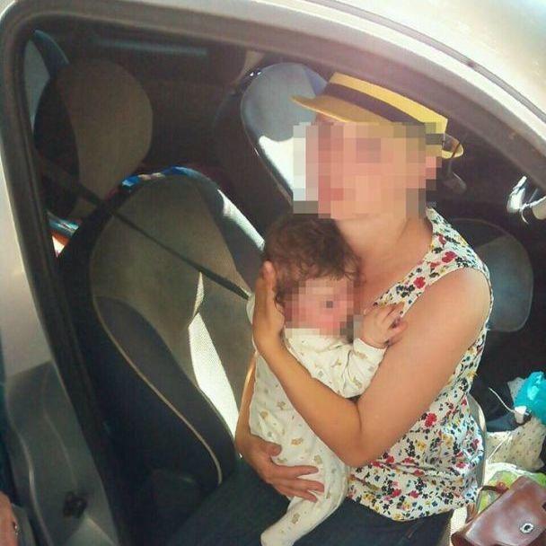У Рівному мати залишила 5-ти місячну дитину у розпеченій сонцем автівці (фото)