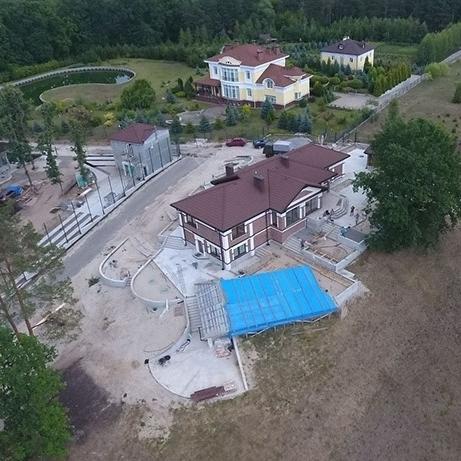 На Київщині прокурор-початківець будує маєток на одну зарплату (фото)