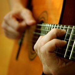 У Індії музикант під час операції на мозку грав на гітарі (фото)