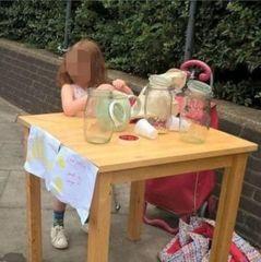 У Лондоні п'ятирічну дівчинку оштрафували за торгівлю лимонадом
