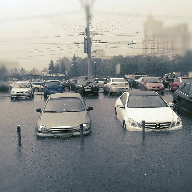 Москву в черговий раз затопила злива із градом
