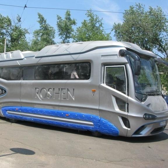 На вулицях Києва можна зустріли автобус-зореліт Roshen