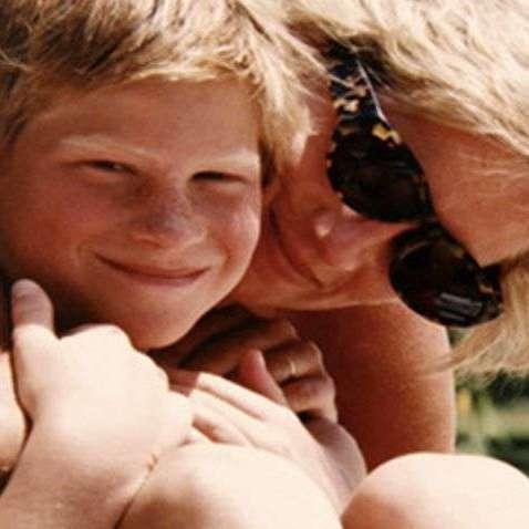 Сини принцеси Діани опублікували архівні фото із її фотоальбому (фото)