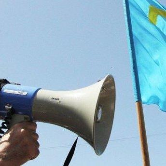 Під представництвом президента в Криму пікетують вже два тижні, а реакції ніякої, - повідомляє Муждабаєв