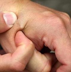 Американська компанія почне імплантувати співробітникам мікрочіпи