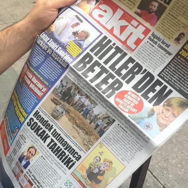 Турецька газета назвала Меркель гіршою за Гітлера