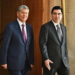 Президент Киргизстану подарував президентові Туркменістану на день народження коштовний подарунок