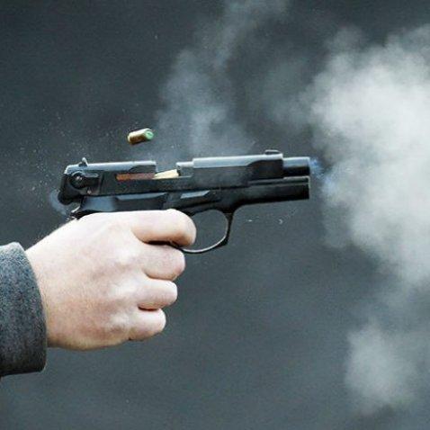 У Києві п'яний чоловік влаштував стрілянину серед вулиці