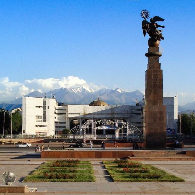 У Киргизстані  - 42 кандидати в президенти