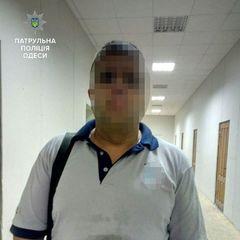 В Одесі затримали чоловіка який викинув тварину із вікна 14 поверху