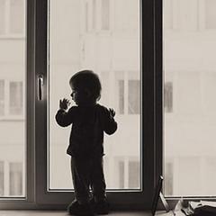 У Миколаєві 2-річний хлопчик загинув внаслідок падіння із вікна 9-го поверху