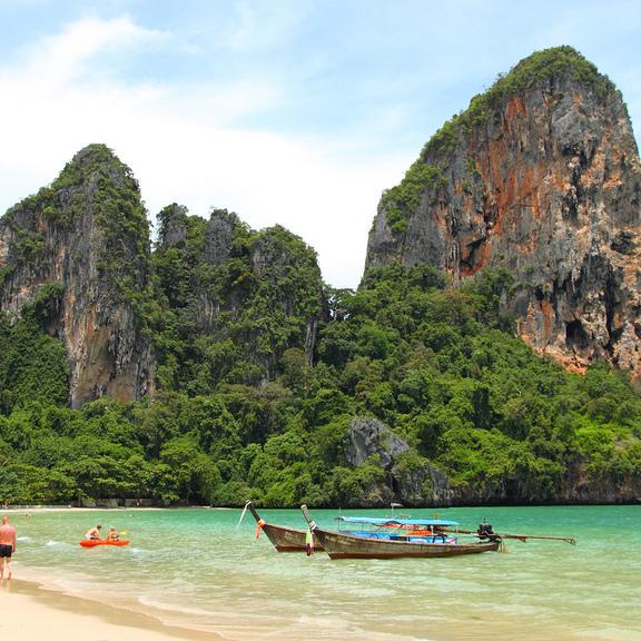 Туристка трагічно загинула на популярному курорті Таїланду під час фотосесії