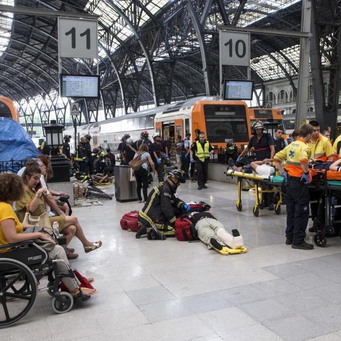 У Барселоні електричка врізалась у перон: півсотні постраждалих