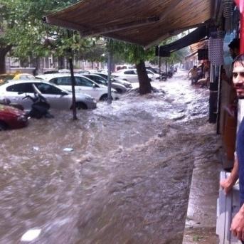 Негода у Стамбулі призвела до затоплень і пожеж по всьому місту (фото, відео)