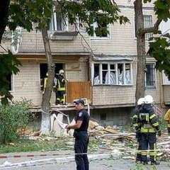 У Київському будинку, який постраждав від вибуху з'явилося світло та вода