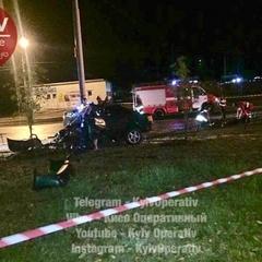 У Києві автомобіль в'їхав у маршрутку: є постраждалі (фото)