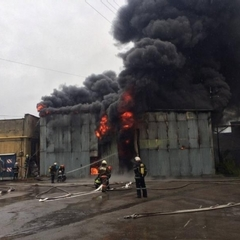 В Печерському районі Києва згоріло СТО (фото, відео)