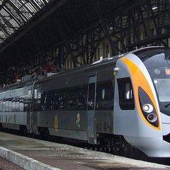 Поїзд «Інтерсіті» протаранив автомобіль на переїзді
