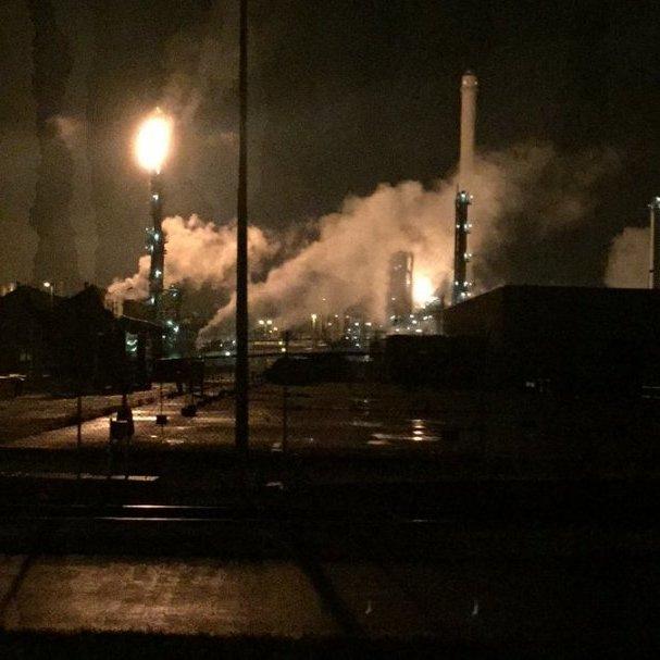 У Роттердамі вночі горів найбільший в Європі нафтопереробний завод