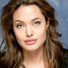 Анжеліну Джолі звинувачують у знущанні над дітьми