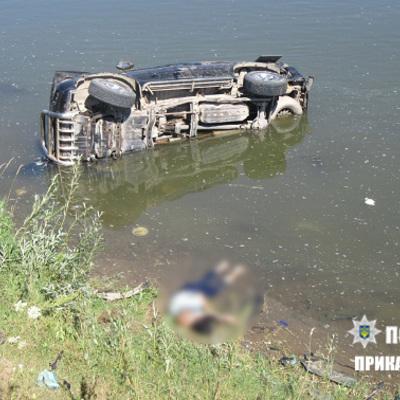 На Прикарпатті автомобіль з'їхав з дороги в річку: один загиблий, двоє травмованих (фото)