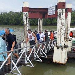 Біля «острова Джеймса Бонда» зіткнулися два човни з туристами