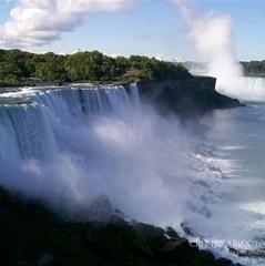 Ніагарський водоспад поміняв свій колір на чорний (фото)