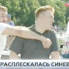 У Росії п'яний десантник з криком «захопимо Україну» вдарив кореспондента НТВ у прямому ефірі (відео)