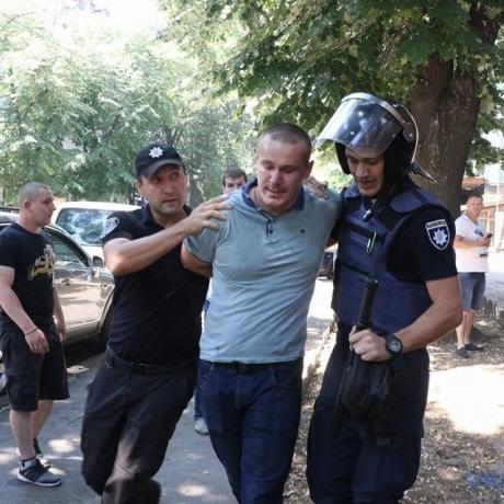 В Одесі стався конфлікт через передачу корпусу швидкої допомоги у приватну власність: шестеро затриманих (фото)