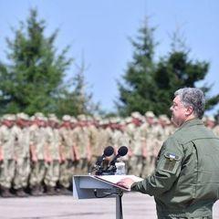 Порошенко повідомив про збільшення доплат військовослужбовцям у зоні АТО