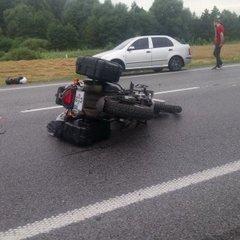 Моторошна ДТП під Львовом: мотоцикліста відкинуло під фуру