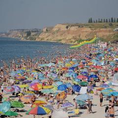 Видовище не для людей зі слабкими нервами: у мережі показали ажіотаж на українському курорті  (фото)