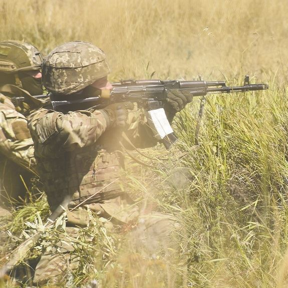 Ситуація в зоні АТО залишається напруженою, поранено військовослужбовців