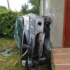 Водій злетів з траси «Київ-Чоп» та врізався у будинок (фото)
