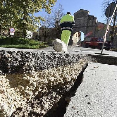 Потужний землетрус у Китаї: загинули 5 туристів, 65 постраждалих