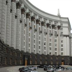 Кабмін хоче розпочати розгляд спрощень перевезень через адміністративний кордон із Кримом