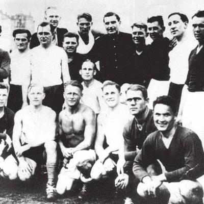 Цього дня 1942 року в Києві відбувся футбольний матч між командами місцевих футболістів та солдатами Вермахту