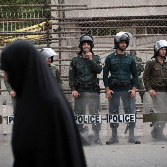 В Ірані шістьох молодих людей заарештували за навчання танцям