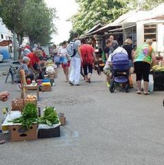 У Києві «працівник СБУ» напав на бабусю, яка продавала малину