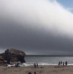 «Хмара темряви» пройшла над каліфорнійським пляжем (відео)