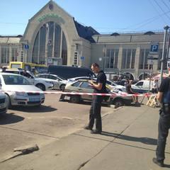 У Києві на вокзалі розстріляли трьох чоловіків