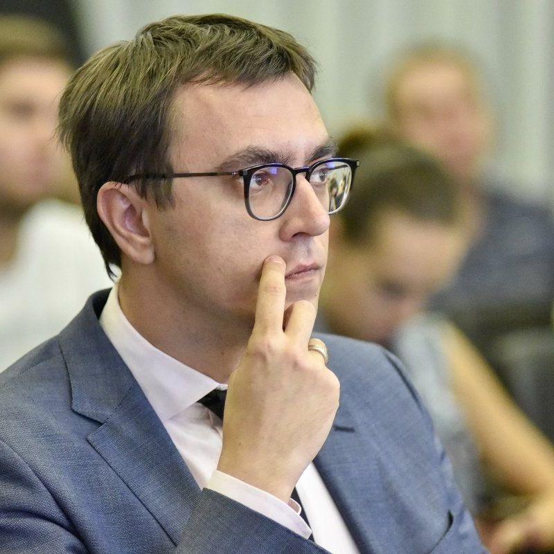 Омелян пояснив, чому голові «Укравтодору» необхідна 900% надбавка до зарплати