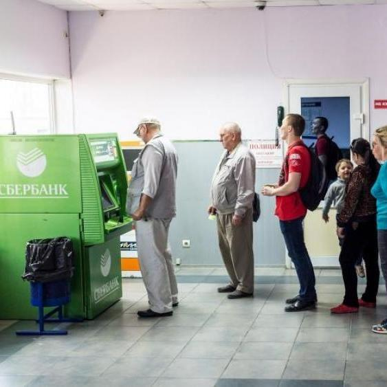 Жителі окупованого Криму спустошили усі банкомати